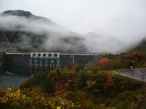 秋の温井ダム周辺
