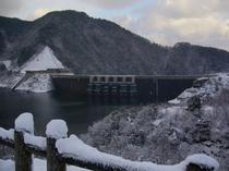 冬の温井ダム周辺