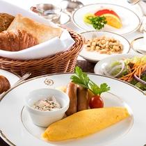 温かいふわっふわのオムレツは大人気♪洋朝食の一例。