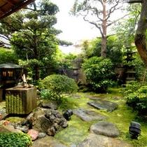 玄関横の庭