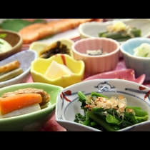 ◆新鮮野菜と自家製米で朝から美味しいスタートを