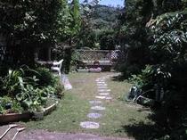 緑いっぱいの庭