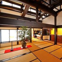 ■【ロビー】純和風の安曇野本棟造りの当館。