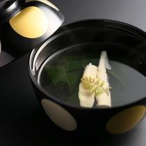■旬の食材を使ったお吸い物(春は若竹汁)