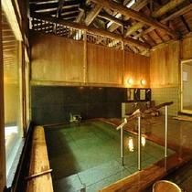 ■【女性内風呂】木の温もりが心地よい浴場