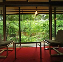 ■【立山】夏は新緑が眩しい庭園を眺めて・・・