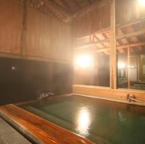 ■【男性内風呂】十和田石を敷き詰めています。