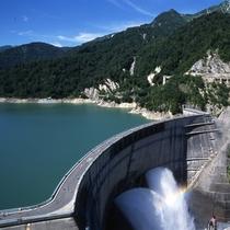 ■【夏】黒部ダム放水