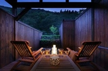 五百川の渓谷沿いの湯あがりテラス 2014年5月リニューアルオープン