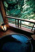 渓流沿い Aタイプ露天風呂付客室 陶器 客室