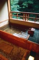 渓流沿い Aタイプ露天風呂付客室 檜 客室