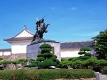 霞城公園(ホテルから徒歩約15分)