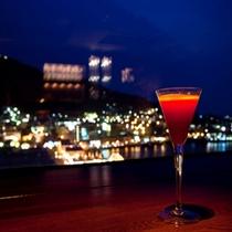 シェリーズバー◆12階からの煌めく函館夜景にグラスを重ね、ロマンチックなひと時をお過ごしください。