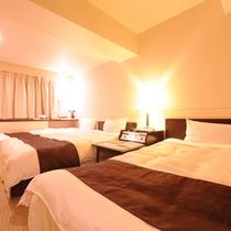 ツインルーム(エキストラベッド追加で3名利用)広さ21㎡ ベッド幅110cm