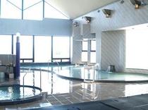 大浴場『お湯都ぴあ』はバラエティ豊かな浴槽が人気