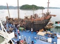 桟橋上で海賊船のロケを実施