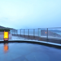 瀬戸内海を見下ろす露天風呂