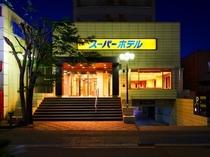 ホテル外観 夜2
