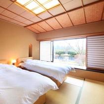 【「琴」の間】寝室にベッドを備えた和室のお部屋です。