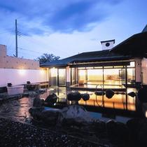 ◇「燈屋(あかりや)」富士山の大沢石で組み上げた露天岩風呂(富士大沢石の湯)