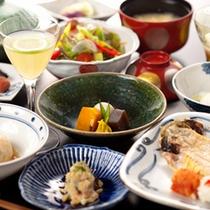 [朝食]朝からうんと贅沢に。豪華な朝食