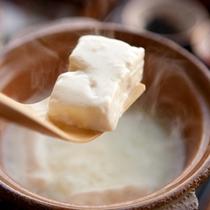 [朝食]人気の温泉豆腐は舌の上でとろけるよう