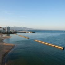 ビーチがすぐ隣り。夜風の散歩もいかがでしょうか?