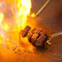 [鉄板焼きコース]目の前であがる炎が食欲をそそる