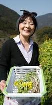 禅の湯の畑で山菜摘み