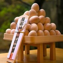 山城温泉の氏神様『服部神社』でお祓いされたヒノキの玉子。「子宝に恵まれますように……」願いを込めて