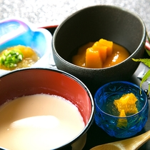 ◆お子様ランチ◆お子様の年齢に合せたお食事をご用意。柔らかい離乳食もございます