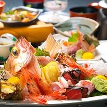 """◆銀の舟盛り◆北陸の""""美味しい""""ばかりを盛り合わせた「銀の舟盛り」。季節ごとの海の幸をどうぞ♪"""