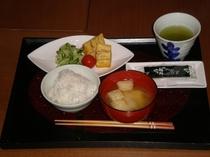 朝食500円