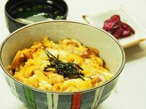 日本三大地鶏の比内地鶏を使用したオリジナルレシピの親子丼。旅の思い出に是非ご賞味ください♪