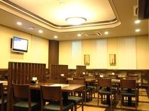 ~レストラン~ 柔らかい照明でゆったり落ち着いた雰囲気です。