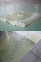 冬の温泉湯口