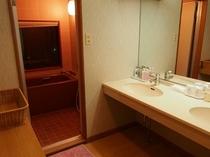 特別室の洗面台とお風呂です
