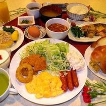 長年の経験を積んだ料理長が、洋食から郷土料理まで、様々なメニューを作り出します。