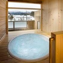 [客室露天風呂の一例】 解放感たっぷりの露天ジャクジー