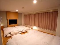 【パレットL】(ラージ)居住空間:約8畳 最大4枚までお布団を敷けます。