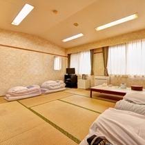 *和室10畳(客室一例)/ファミリーやグループでのご宿泊に◎足を伸ばしてお寛ぎ下さい。