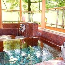 【客室露天風呂】 *プライベート空間で湯ったり寛ぐ。