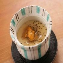 【モッツァレラチーズ入り茶碗蒸し】 *当館名物。食べればわかる。
