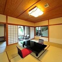 【和室一例】  *ご家族でゆっくりお寛ぎいただける広さと昔のたたずまいを残した雰囲気のお部屋です