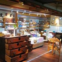 【お土産処】  *地元の工芸品や地元産お菓子など、多数取り揃えております!