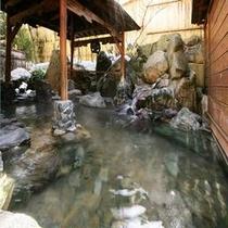 【大浴場露天②】 *温泉のぬくもりと谷川の新鮮な空気の両方をいっぺんにお楽しみください!