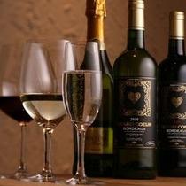 【ワイン】 赤、白、スパークリングと種類も豊富に取り揃えております。
