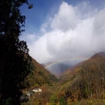 【虹の谷】  *虹の谷と呼ばれる谷川温泉。比較的頻繁に虹を観測することができることでも知られています