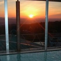 温泉に浸かりながら見る初日の出!これを見る為に来るお客様がいるほどです♪