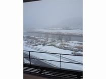 お部屋にての雪景色